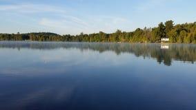 Λίμνη εξοχικών σπιτιών! στοκ φωτογραφία με δικαίωμα ελεύθερης χρήσης