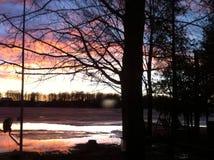 Λίμνη ηλιοβασιλέματος στοκ φωτογραφίες με δικαίωμα ελεύθερης χρήσης