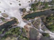 Λίμνη και δάσος κατά τη διάρκεια του χρόνου άνοιξη επάνω από την όψη Dabrowa Gorn στοκ εικόνα με δικαίωμα ελεύθερης χρήσης
