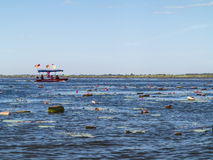 Λίμνη και βάρκα Lotus στοκ φωτογραφίες