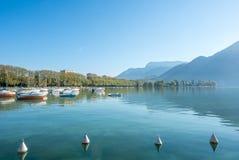 Λίμνη και βουνά στο Annecy, Γαλλία Στοκ φωτογραφίες με δικαίωμα ελεύθερης χρήσης
