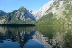 Λίμνη και βουνά Koenigssee Στοκ εικόνες με δικαίωμα ελεύθερης χρήσης
