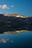 Λίμνη και βουνό καθρεφτών Στοκ εικόνα με δικαίωμα ελεύθερης χρήσης