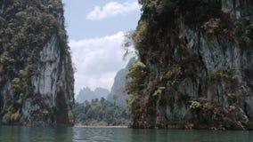 Λίμνη και βράχοι απόθεμα βίντεο