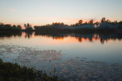Λίμνη και ηλιοβασίλεμα Στοκ εικόνα με δικαίωμα ελεύθερης χρήσης