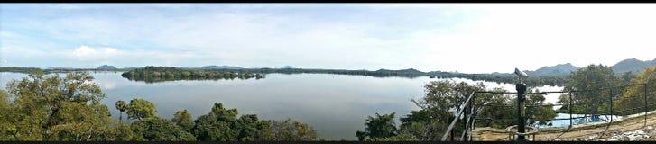 Λίμνη και ξενοδοχείο Kandalama Στοκ Εικόνες