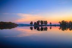 Λίμνη και πάρκο κατά τη διάρκεια του φθινοπώρου Στοκ Φωτογραφία