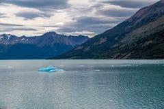 Λίμνη και παγόβουνο σε Perito Moreno Glacier στο εθνικό πάρκο Los Glaciares στην Παταγωνία - EL Calafate, Santa Cruz, Αργεντινή Στοκ φωτογραφία με δικαίωμα ελεύθερης χρήσης