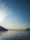 Λίμνη και τοπίο βουνών Στοκ φωτογραφία με δικαίωμα ελεύθερης χρήσης