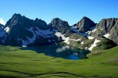 Λίμνη και mountins Στοκ φωτογραφίες με δικαίωμα ελεύθερης χρήσης