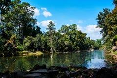 Λίμνη κοντά στο ιστορικό κτήριο σε Angkor wat Thom Καμπότζη Στοκ Εικόνες
