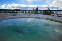 Λίμνη λεκανών Yellowstone Στοκ εικόνα με δικαίωμα ελεύθερης χρήσης