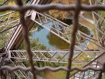 Λίμνη με τις πάπιες κάτω από τον πύργο του Άιφελ στο Παρίσι Στοκ Φωτογραφίες