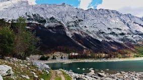 Λίμνη με τους βράχους στοκ φωτογραφίες με δικαίωμα ελεύθερης χρήσης