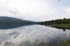 Λίμνη Νορβηγία Idyylic στοκ εικόνα με δικαίωμα ελεύθερης χρήσης