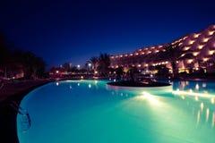 λίμνη νύχτας ξενοδοχείων Στοκ Φωτογραφία