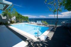 λίμνη ξενοδοχείων ιδιωτι& Στοκ Φωτογραφίες