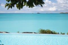 Λίμνη ξενοδοχείων που αγνοεί την καραϊβική θάλασσα, Αντίγκουα Στοκ εικόνες με δικαίωμα ελεύθερης χρήσης