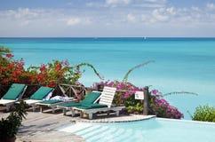 Λίμνη ξενοδοχείων που αγνοεί την καραϊβική θάλασσα, Αντίγκουα Στοκ Φωτογραφίες