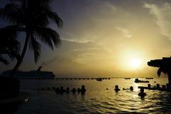 Λίμνη ονείρου στο καραϊβικό θέρετρο dusk Στοκ Εικόνες