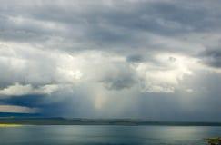 λίμνη πέρα από τη βροντή θύελλ& Στοκ Φωτογραφίες