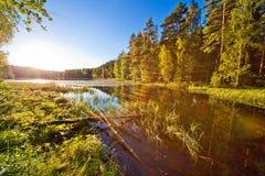 λίμνη πέρα από το μικρό ηλιοβ&al στοκ εικόνες με δικαίωμα ελεύθερης χρήσης