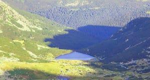 Λίμνη παγετώνων στο βουνό Retezat Στοκ Εικόνα