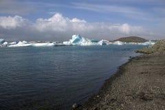 Λίμνη παγετώνων Jokulsarlon και icefloat στον ποταμό Στοκ φωτογραφία με δικαίωμα ελεύθερης χρήσης