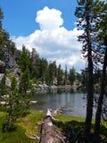 Λίμνη πεζουλιών, ηφαιστειακό εθνικό πάρκο Lassen Στοκ εικόνα με δικαίωμα ελεύθερης χρήσης