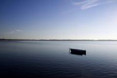λίμνη που περιτοιχίζεται Στοκ φωτογραφία με δικαίωμα ελεύθερης χρήσης