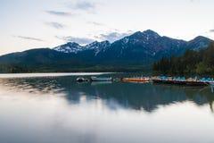 Λίμνη πυραμίδων, Καναδάς στοκ εικόνες με δικαίωμα ελεύθερης χρήσης