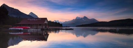 Λίμνη σε Αλμπέρτα Καναδάς στοκ φωτογραφία