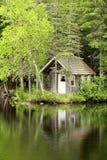 λίμνη σπιτιών λίγα Στοκ φωτογραφίες με δικαίωμα ελεύθερης χρήσης