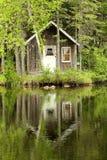 λίμνη σπιτιών λίγα Στοκ φωτογραφία με δικαίωμα ελεύθερης χρήσης