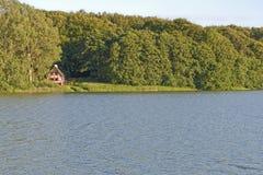 λίμνη σπιτιών μικρή Στοκ φωτογραφία με δικαίωμα ελεύθερης χρήσης
