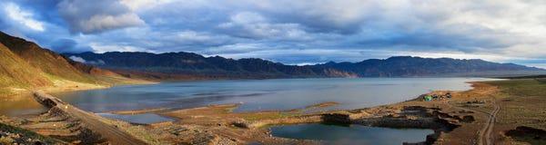 Λίμνη στα βουνά ερήμων Στοκ φωτογραφία με δικαίωμα ελεύθερης χρήσης