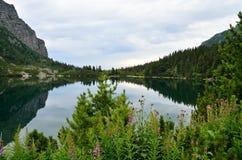 Λίμνη στα βουνά Στοκ Εικόνες