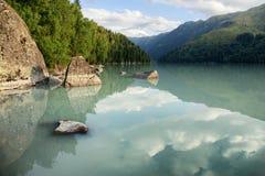Λίμνη στα βουνά Στοκ φωτογραφίες με δικαίωμα ελεύθερης χρήσης