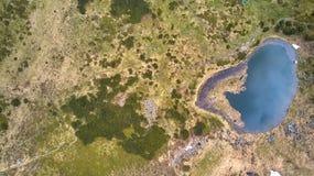 Λίμνη στα βουνά Λίμνη Nesamovite στην κορυφογραμμή βουνών Chernohora στα Καρπάθια βουνά, Ουκρανία στοκ εικόνες