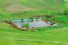 λίμνη στη μέση του τομέα στοκ εικόνες