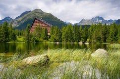 Λίμνη στους λόφους Στοκ εικόνα με δικαίωμα ελεύθερης χρήσης