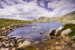 Λίμνη στο βουνό Pirin Στοκ Εικόνα