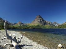 Λίμνη στο εθνικό πάρκο παγετώνων, ιατρική δύο Στοκ φωτογραφία με δικαίωμα ελεύθερης χρήσης