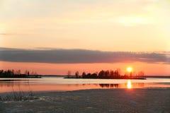 Λίμνη στο ηλιοβασίλεμα Φινλανδία Στοκ Εικόνα