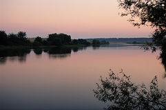 Λίμνη στο ηλιοβασίλεμα Στοκ Φωτογραφίες
