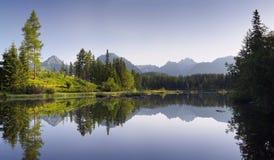 Λίμνη στο θέρετρο βουνών Στοκ εικόνα με δικαίωμα ελεύθερης χρήσης