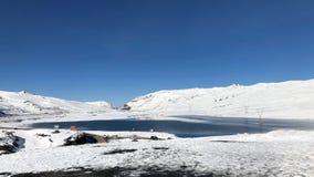 Λίμνη στο πέρασμα Λα Cumbre σε μια ανύψωση 15.400 των ποδιών στο Λα Παζ, Βολιβία Στοκ Εικόνες