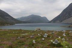 Λίμνη στο πέρασμα του βουνού Νορβηγία Στοκ εικόνες με δικαίωμα ελεύθερης χρήσης