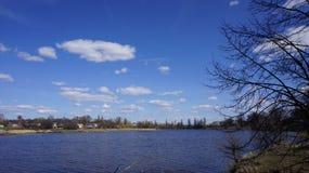 Λίμνη στο χωριό Στοκ Εικόνες