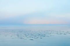 Λίμνη στο misty πρωί Στοκ φωτογραφία με δικαίωμα ελεύθερης χρήσης